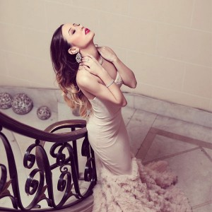O rochie de vis, make-up si coafura asemenea