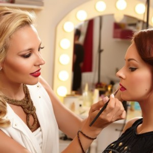 "Interviu Viva! cu Roxana Dumitru, Make-Up Entrepreneur: ""The Only Way is Up"""